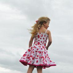 """Happy dress in de kleuren wit met roze uit de LoFff zomercollectie 2013 """"come fly with me"""".  Artikelnummer: LO13Z008 - Z6913-01"""