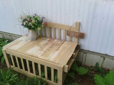 Headboard/footboard/pallet=garden bench Pallet Furniture, Outdoor Furniture, Outdoor Decor, Pallet Garden Benches, Headboard And Footboard, Wood Pallets, Wood Projects, Recycling, Home Decor