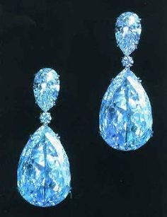 The Indore Pear diamonds were sold to Tukoji Rao Holkar in the 1910s by Chaumet. They were set in turn by Chaumet, Mauboussin, and after their sale by Yashwant Rao Holkar in 1946, by Harry Winston of New York.