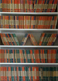 Vintage Penguin Books - just love. Vintage Book Covers, Vintage Books, Second Hand Bookstore, Penguin Publishing, Vintage Penguin, Penguin Classics, World Of Books, Penguin Books, Book Cover Art
