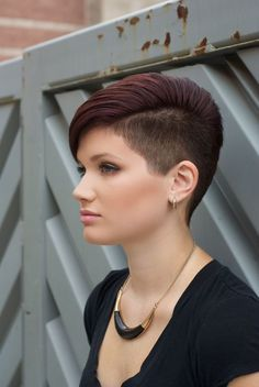 There is Somthing special about women with Short hair styles. I'm a big fan of Pixie cuts and buzzed cuts. Short Hair Undercut, Undercut Hairstyles, Pixie Hairstyles, Super Short Hair, Short Grey Hair, Short Hair Cuts, Short Haircut Styles, Girls Short Haircuts, Long Hair Styles
