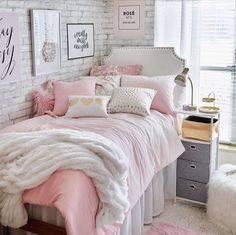 Awesome Winter Bedroom Design Ideas With Fresh Theme Cute Bedroom Ideas, Room Ideas Bedroom, Bedroom Themes, Home Decor Bedroom, Diy Bedroom, Dorm Room Designs, Girl Bedroom Designs, Winter Thema, Winter Bedroom