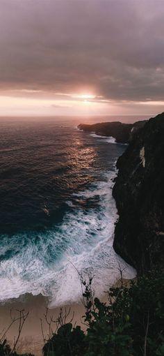 seashore across horizon during cloudy sunset iPhone 12 Wallpapers