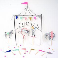 Zirkus Kuchen Spitzenwerken von WonderfulCollective auf Etsy, $38.00