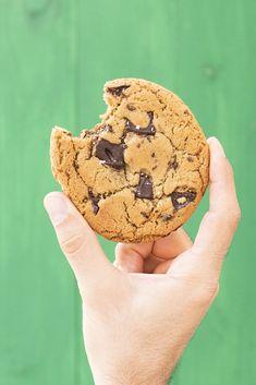 Μαλακά μπισκότα σοκολάτας με ταχίνι και ελαιόλαδο Tahini, Chocolate Chunk Cookie Recipe, Chocolate Espresso, Chocolate Heaven, Healthy Smoothies, Healthy Fats, Kids Nutrition, Cookie Recipes, Sweet Tooth