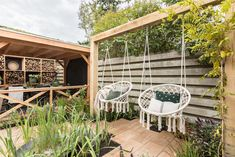 Pergola Bois Ancien - Pergola Videos Vines Privacy Walls - - Pergola Architecture Design - Pergola Patio Attached To House Side Yards Backyard Fences, Pergola Patio, Backyard Landscaping, Backyard Ideas, White Pergola, Small Pergola, Wooden Pergola, Small Patio, Outdoor Spaces