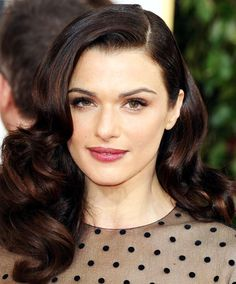 Rachel Weisz, 44 - Her glossy, retro-inspired waves start at her cheekbone for a flattering style that frames her face. The subtle volume of her bangs softens the slicked-back side. 1940s Hairstyles, Romantic Hairstyles, Summer Hairstyles, Wedding Hairstyles, Rachel Weisz, Westminster, Dramatic Hair, Les Rides, Thing 1