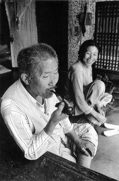 ⓒKim Ki-Chan Korean Traditional Dress, Traditional Fashion, Korean Photo, Grey Pictures, A Wrinkle In Time, Old Faces, Korean People, Human Behavior, Korean War