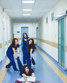 Medical Students, Medical School, Nursing Students, Graduation Picture Poses, Graduation Pictures, Nursing Goals, Nurse Aesthetic, Medical Photography, Medicine Student