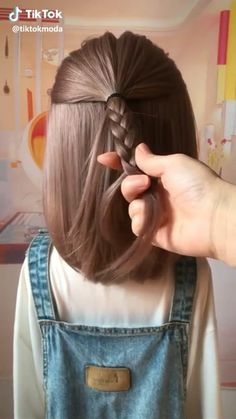 Tips on how you should style your hair keeping in mind your zodiac sign. Tips on how you should style your hair keeping in mind your zodiac sign. Girl Hair Dos, Hair Girls, Boys With Curly Hair, Thick Hair, Hair Videos, Hair Hacks, Your Hair, Curly Hair Styles, Kids Hair Styles