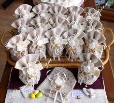 """Mercante di Sogni - Voghera - Bomboniere e Stampati dal 1969 - Vendita ai privati  Collezione """"800"""" - ROSE - Gessetti a forma rosa Tessuto nocciola fiori lilla - Pochette - Sacchetto - Sacchettone   Linea di bomboniere in tessuto vari decori, con applicazione di gessetti a forma rosa. Articoli di ottima qualità perfetti per tutte le cerimonie. Articoli di classe - Made in Italy  Read more: http://mercantedisognivoghera.blogspot.com/#ixzz3aCAdVm00"""