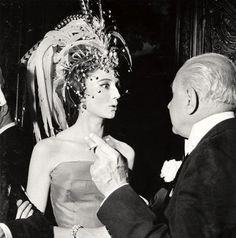 Jacqueline de Ribes and her headdress Marcello Mastroianni, Anita Ekberg, Old Hollywood Glamour, Vintage Glamour, Headdress, Headpiece, Jacqueline De Ribes, Cannes, Ladies Who Lunch