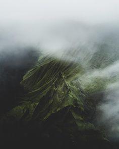 """26.5 χιλ. """"Μου αρέσει!"""", 275 σχόλια - B E N J A M I N (@benjaminhardman) στο Instagram: """"Hidden landscapes of the Icelandic highlands. This one has been sculpted by volcanic floods.…"""""""