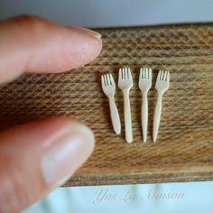 2017.8.15 . . miniature scale 1/12 nunu's house lesson wood fork . . 先日教室で木製カトラリー(フォーク)の作り方を教わりました まさに目から鱗な作業工程で、楽しかったです☺️ 教室で2本、家で2本作れました✨ もっといっぱい作りたいと思いました . 木製ってほんと可愛いなぁ❤️ . . そして、遅ればせながら ミニチュアアート展2017に Yus La Maisonとして 出展させていただく事なりました . これから製作を頑張りますので、たくさんは 作れないかもですが、わたし色の作品を作って行こうと思いますので、どうぞよろしくお願い致します . #miniature #nunushouse #田中智 #lesson #cutlery #dollhouse #教室 #木製フォーク #fork #woodfork #dailyinstagram #dairy #ig_japan #handcrafted #handmade #ミニチュア #ドールハウス #canon ...