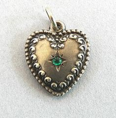 ~*EARLY VINTAGE~STERLING SILVER~PUFFY HEART CHARM/PENDANT~EMERALD GREEN~SCROLL*~ 16.00
