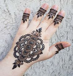 Stunning Back Hand Henna Designs Heena Design, Mehandi Designs, Tattoo Designs, Mehndi Art, Henna Mehndi, Henna Tattoos, Tatoos, Mehndi Design Pictures, Mehndi Images