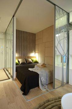 Chambre fermée pour petit appart Modern Studio Apartment Ideas, Studio Apartment Divider, Studio Apartments, Tiny Apartments, Studio Apartment Design, Studio Apartment Decorating, Micro Apartment, Single Apartment, Small Apartment Interior