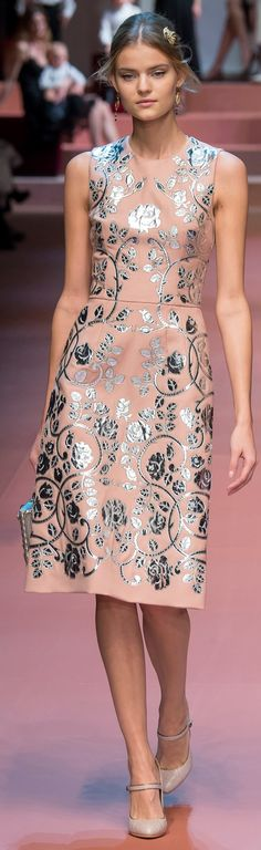 Dolce & Gabbana fall 2015 RTW / https://www.pinterest.com/pin/138837600985299936/