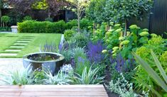 Family garden design that suits everyone. Wonderful spaces for all the family to play, relax and enjoy. Hampstead Garden Design for family gardens. Vertical Pallet Garden, Pallets Garden, Pallet Gardening, Top Photos, Low Maintenance Garden Design, Contemporary Garden Design, Modern Design, Flower Garden Design, Landscape Edging