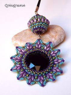 Gyöngymanó gyöngyei: Metis Love the use of double hole beads to make points.