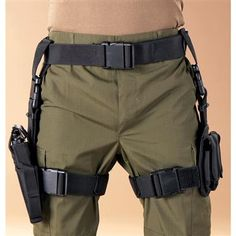 Drop down thigh holster and magazine carrier Tactical Holster, Tactical Wear, Gun Holster, Tactical Knives, Tactical Armor, Camouflage, Military Guns, Military Fashion, Military Style