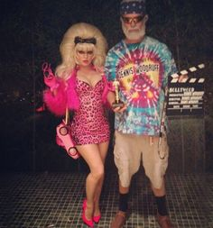 Fergie and Josh Duhamel dress as Angelyne and Dennis Woodruff for Halloween. Troll Costume, Barbie Costume, Pink Corvette, Fergie And Josh Duhamel, Katy Perry Dress, Best Celebrity Halloween Costumes, Halloween Ball, Halloween Ideas, Hollywood Costume