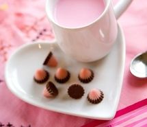 Inspiring image cake, candy, chocolate, coffee, cup, cute, docinhos, drink me, food, foodie fun, hearts, mesa, pink, pires de coracao, strawberry milk, strawberry oreo, sweet, sweets, xicara, yum #6014 - Resolution 470x641px - Find the image to your taste