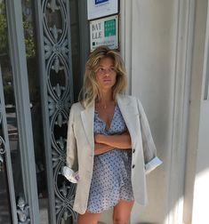 Fashion Tips Jewelry Classic beige blazer over cute little ruffled wrap dress.Fashion Tips Jewelry Classic beige blazer over cute little ruffled wrap dress. Plaid Fashion, Girl Fashion, Fashion Outfits, Dress Fashion, Fashion Tips, Preppy Mode, Preppy Style, Spring Summer Fashion, Spring Outfits