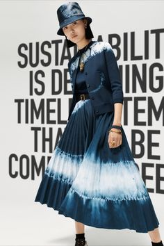 A manifesto questioning the meaning of fashion, the Dior Fall 2020 collection by Maria Grazia Chiuri reinterprets iconic House codes. The precious 'Tie & Dye' motif with its fresh, eye-catching allure adorns a range of accessories, long dresses, skirts and shirts in a captivating spectrum of blues.