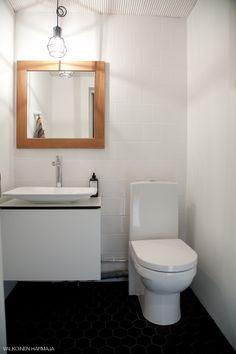 Vanhempieni valmis wc-remontti, valkoinen harmaja
