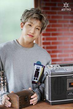 JinJin with his patented half-smirk. K Pop, Cha Eun Woo, Pop Bands, Btob, Minhyuk, Kim Myungjun, Park Jin Woo, Rapper, Jinjin Astro