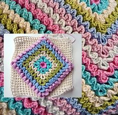 Tutorial | wavy dc stitch on crochet mesh base. Interesting will have to try