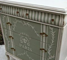 Love the vertical stripes on top and the coordinating design on the bottom!!! Love the green & cream too!
