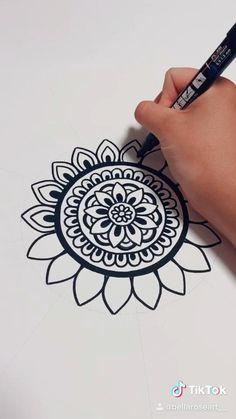 Easy Mandala Drawing, Mandala Sketch, Mandala Art Lesson, Simple Mandala, Doodle Art Drawing, Mandala Artwork, Mandala Painting, Dibujos Zentangle Art, Mandala Printable