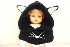 A cute and funny cat-hooded cowl