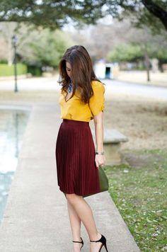New Skirt Yellow Outfit Statement Necklaces Ideas 📍 Ausprobieren : Kleid weinrot mit Bluse senfgelb Burgundy Skirt Outfit, Yellow Skirt Outfits, Work Fashion, Modest Fashion, Fashion Outfits, Womens Fashion, Style Fashion, Red Fashion, Fashion News