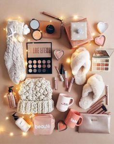 23 fun Christmas gifts for friends and neighbors - Christmas 2019 - Awesome Christmas Gift Ideas for Teenage Girls for 2019 Awesome Christmas Gifts Every Teen Girl Wants Cute Birthday Gift, Birthday Gift Baskets, Birthday Gifts For Best Friend, Diy Gifts For Friends, Birthday Gifts For Teens, Diy Birthday, Best Friend Gifts, Girl Gift Baskets, Happy Birthday Funny