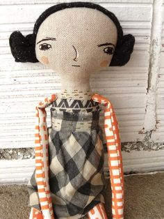 Muñeca bordada a mano con pelo de tela cosido a mano. 32 cm de AntonAntonThings en Etsy