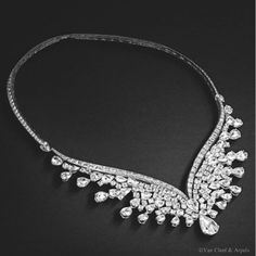 Lac des Cygnes necklace, Ballet Précieux collection White gold, round, rose and baguette-cut diamonds, pear-shaped D IF diamond of 4.20 cts The Lac des Cygnes necklace from the Ballet Précieux collection was inspired by its eponymous ballet, Swan Lake. A cascade of rose-cut diamonds for 60.05 carats fan out on each side of the neck creates an impression of airiness and weightlessness, just like the wings of a swan. The rose-cut is one of the first diamond cutting styles to have existed.