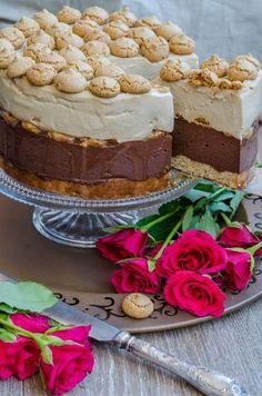 Tort cu ciocolata si amaretti | Din secretele bucătăriei chinezești Raspberry Torte, Romanian Desserts, Chocolate Torte, French Pastries, Something Sweet, Cookie Recipes, Cheesecakes, Sweet Treats, Bakery