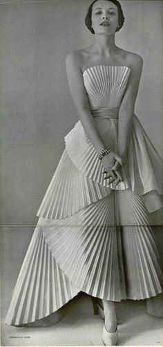New wedding dresses vintage princess christian dior gowns 68 ideas - Haute Couture Moda Vintage, Moda Retro, Vintage Mode, Glamour Vintage, Vintage Outfits, Vintage Gowns, Dress Vintage, Vintage Hats, Robes Christian Dior