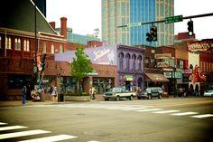 Get my 7 FREE basic photography tips - you NEED to know right here; http://pw5383.wixsite.com/free-photo-tips   Photographer Pernille Westh   Street View, Nashville, Tennessee