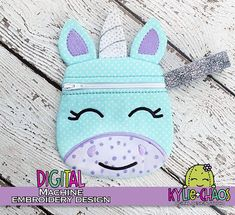 Unicorn Zippered Pouch ITH In the Hoop Machine Embroidery Design Pattern Machine Embroidery Projects, Machine Embroidery Applique, Embroidery Files, Kylie, Zipper Bags, Zipper Pouch, Animal Bag, Baby Kind, Love Sewing