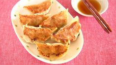 This is a very basic recipe for Gyoza (fried dumplings)! Gyoza is originally a Chinese dish, but it is very popular in Japan :) In the next video, I will sho...