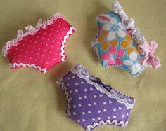 Sachet de lavande en forme de culotte coupé dans de la feutrine - gabarit - (Création en tissu + scrap Mode)