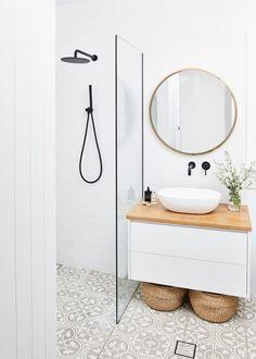 Bathroom Design Small, Bathroom Interior Design, Interior Ideas, Minimalist Bathroom Design, Minimalist Small Bathrooms, Minimal Home Design, Minimalist Bathroom Inspiration, Small Bathroom With Bath, Simple Bathroom Designs