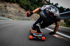 Skate Longboard, Downhill Longboard, Skateboard Photos, Skater Girl Style, Skate Girl, Electric Skateboard, Skate Style, Longboarding, Extreme Sports