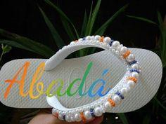 Chinelo Bordado Modelo ABADÁ - YouTube Valentine Gift Baskets, Valentine Gifts, Beaded Bracelet Patterns, Beaded Bracelets, Crochet Flip Flops, Decorating Flip Flops, Beach Flip Flops, Flip Flop Shoes, Crochet Slippers