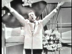 Modugno at the Festival di Sanremo in 1958