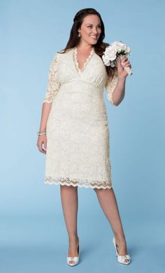 Short Wedding Dresses For Plus Size Bride : Plus Size Short Wedding Dresses With Sleeves. tea length dresses short bridal dress plus size short wedding dresses plus size bridal plus size wedding dresses Plus Size Wedding Gowns, Wedding Dresses Plus Size, Best Wedding Dresses, Plus Size Dresses, Plus Size Outfits, Dress Wedding, Vestidos Off White, Casual Wedding, Lace Wedding